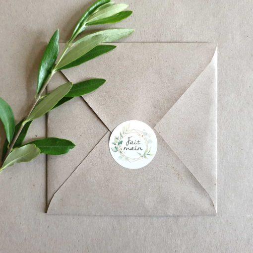 """Sticker rond """"fait main"""" sur enveloppe"""