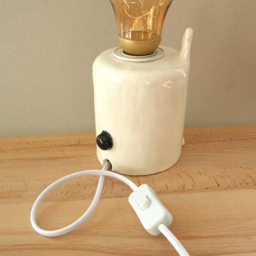 Dos de la lampe artisanale en céramique lapin