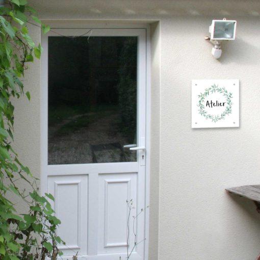 Plaque de maison extérieur style Olivier en situation