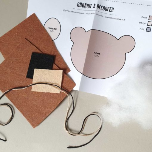 Suspension ours en feutrine - fournitures du kit créatif DIY